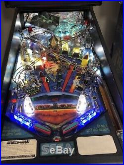 Stern Independence Day Pinball Machine Will Smith Aliens 1996 Leds